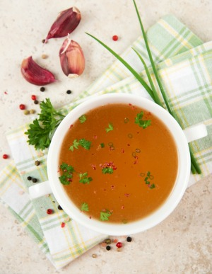 Much has been written about bone broth benefits. This post summarizes the most common health claims that also have some scientifically-backed evidence.