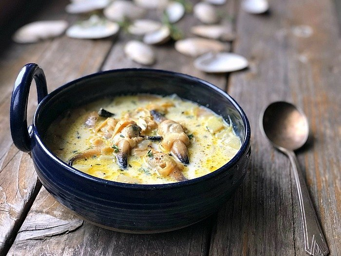 buttery milky maine clam chowder