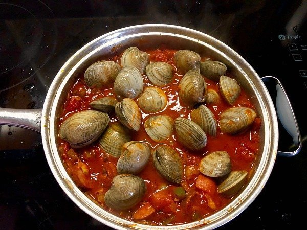 adding the littleneck clams